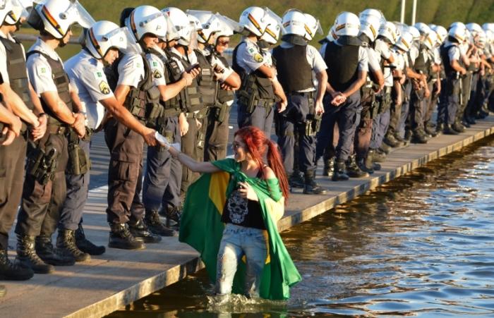 Dialogando com a Repressão