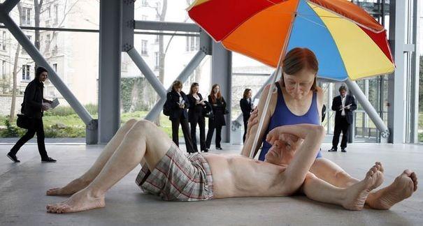 585052_des-sculptures-de-l-australien-ron-mueck-presentees-le-15-avril-2013-a-paris