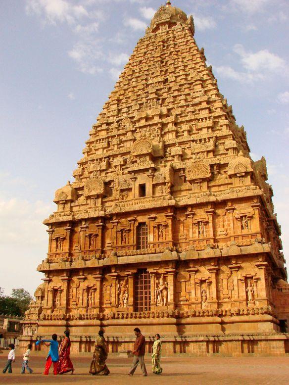 Brihadishwara_Temple_at_Sunset_-_Thanjavur_-_India
