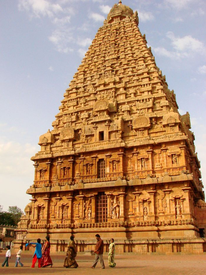 Brihadishwara_Temple_at_Sunset_-_Thanjavur_-_India