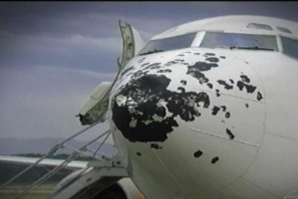 estrago em avião