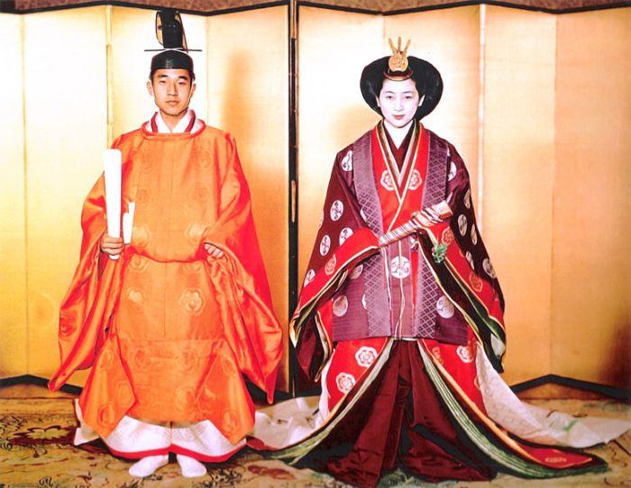 Prince_Akihito_&_Michiko_Shoda_Wedding_1959-4