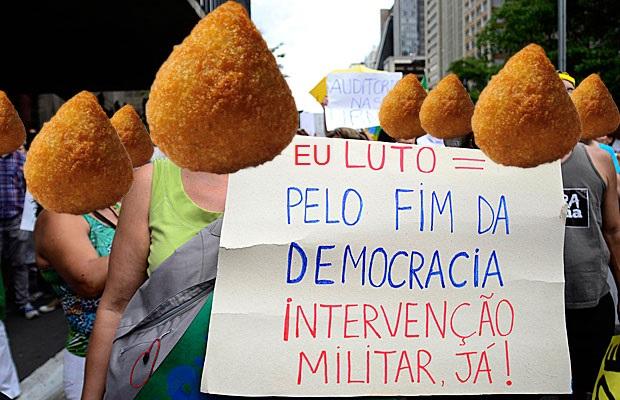 coxinha-luta-pelo-fim-da-democracia