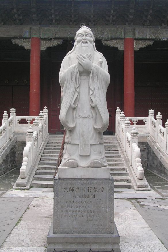 Confucius_Statue_at_the_Confucius_Temple