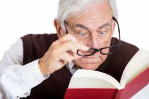 idoso_livro_visao_oculos_miopia_estigmatismo_ss_0