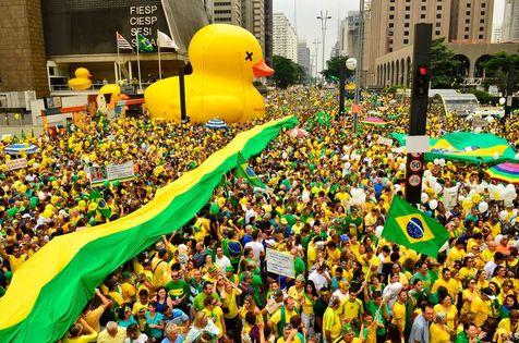 São Paulo - Manifestação na Avenida Paulista, região central da capital, contra a corrupção e pela saída da presidenta Dilma Rousseff (Rovena Rosa/Agência Brasil)