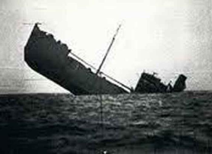 navio-torpedeado